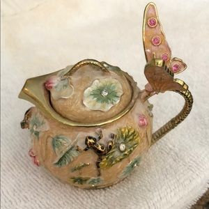 Pretty teapot trinket